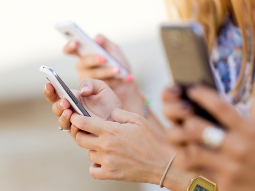Predložen zakon koji bi zabranio posjedovanje mobitela osobama mlađima od 21 godine