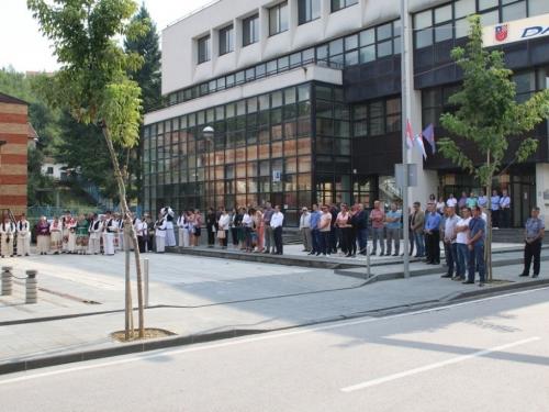 FOTO: Polaganjem vijenaca i svečanom sjednicom započelo obilježavanje Dana općine