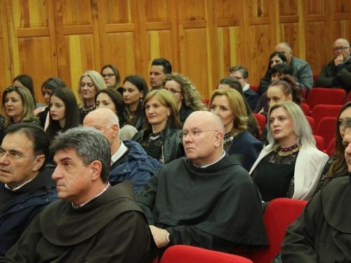 FOTO: Na Šćitu predstavljen zbornik radova ''Nepomireno društvo - nepomirena pamćenja''