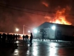 Zapaljen migrantski kamp u Blažuju, vatrogasci na terenu