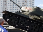 Video: Prevrnuo se tenk na paradi
