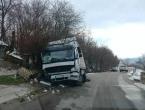 FOTO: Prometna u Jaklićima, kamion završio u jarku