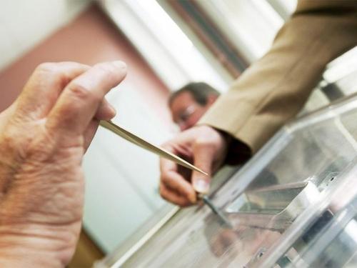 Stranci Izborni zakon uzimaju u svoje ruke?