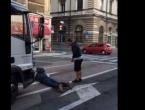 Legao ispred kamiona i vikao: Nisam jeo danima, samo vozi!