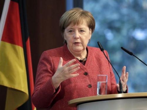 Merkel upozorava: Austrijski skandal pokazuje da je krajnja desnica na prodaju