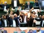 """Iranski zastupnici uz povike """"smrt Americi"""" zapalili zastavu SAD-a"""