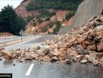 Stanje na cestama: Odroni i udari vjetra