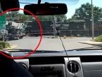 VIDEO: Teretni vlak se zabio u kamion, vozač iskočio