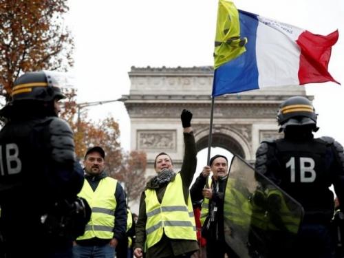 Veliki neredi u Parizu zbog veće cijene goriva