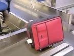 Pokušao suprugu prošvercati u koferu