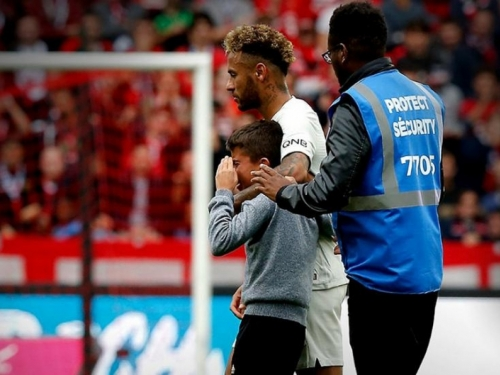 Neymarova gesta rasplakala dječaka koji je uletio na teren
