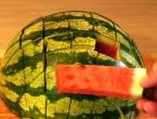 VIDEO: Ovako se reže lubenica