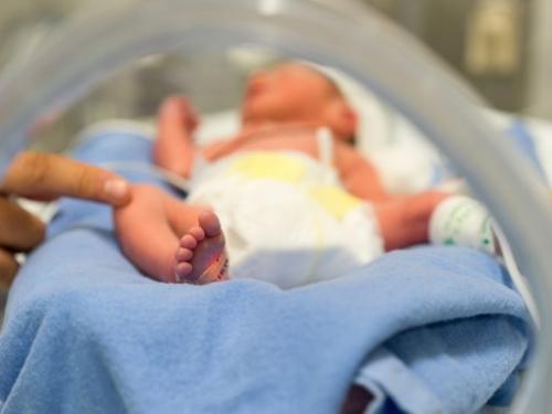 U Hrvatskoj spasili bebu rođenu s 450 grama