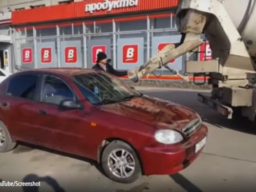 Bijesni suprug ženi do vrha ispunio automobil betonom