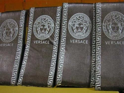 Pokušao preko granice sa 'originalnim' Versace namještajem
