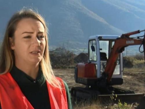 Mostarka ima neobično zanimanje: Jedina je bageristica i vozačica kamiona u BiH