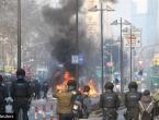 Prosvjednici prosvjeduju zbog skupe zgrade banke