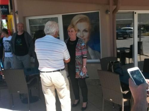 Tomislavgrad: Pili kavu i čitali novine, kad banu predsjednica na benzinsku