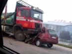 U sudaru dva kamiona i automobila kod Viteza poginula jedna osoba