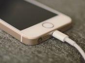 Koliko je opasno ostaviti mobitel na jastuku da se puni?