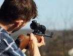 Zbog ilegalnog krivolova usmjerio pušku u policajca