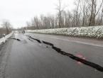 Dramatično kod Jasenovca: Rekordni vodostaj, pukla cesta