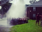 Vatrogasce stresla struja dok su studente polijevali vodom
