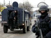 Specijalci hapse Srbe na Kosovu, čuju se sirene. Vučić naredio borbenu spremnost