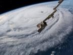 Tisuće u bijegu pred uraganom, obalu Louisiane trebao bi udariti danas