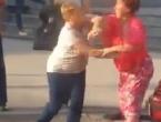 VIDEO: Zbog prava prvenstva na semaforu u Sarajevu se potukle dvije žene
