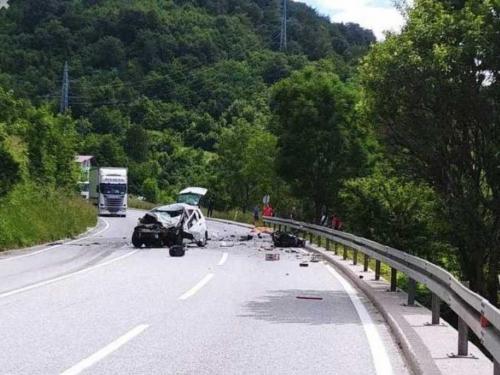 Dvoje mrtvih u prometnoj nesreći na M-17