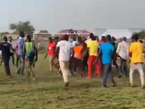 Navijači u Gani uletjeli u teren i do krvi premlatili suce