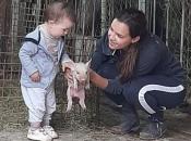 Obitelj Baković na svome OPG-u uzgaja svinje i ostaje u zavičaju