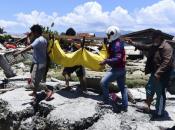 Broj poginulih u potresu u Indoneziji povećan na 2.010