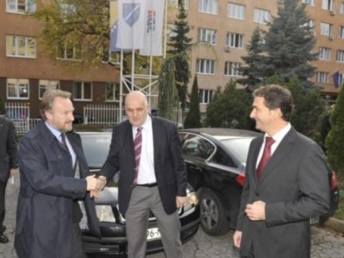 Izetbegović: Ponuda Čoviću je nešto što se ne odbija, Komšić neće tražiti hrvatske pozicije