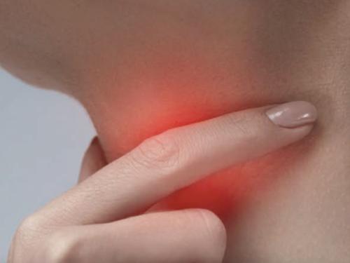 3 prirodna načina na koja možete ublažiti bol u grlu