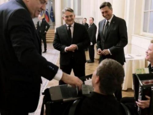 Pahor doveo harmonikaše, Dodik im kačio po 100 eura, Komšić ništa