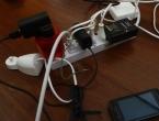 Koliko struje troši punjač ostavljen u utičnici?