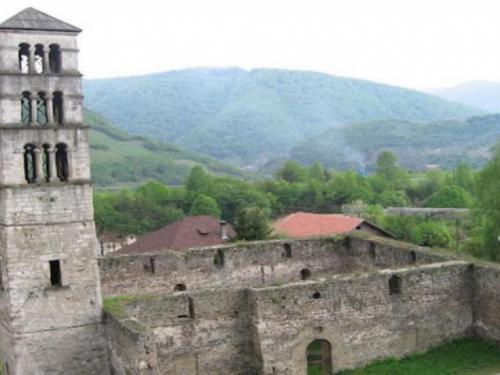 Iz IZ tvrde da je crkva u Jajcu koja je 1528. pretvorena u džamiju isključivo njihovo vlasništvo