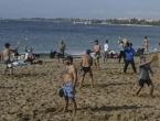 Dok se pola Europe smrzava, Grci se kupaju na plažama