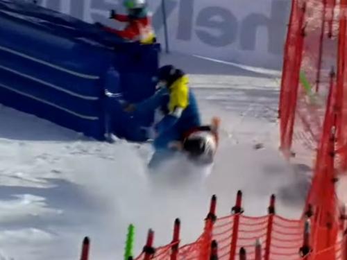 Stravičan pad poznatog skijaša: Probio ogradu i ostao bez svijesti
