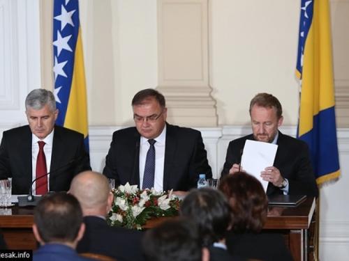 Prisegnulo novo Predsjedništvo, Ivanić prvi predsjedava