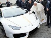 Papa dobio Lamborghini Huracan