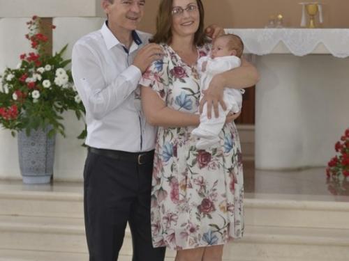 FOTO: U obitelji Sičaja kršteno sedmo dijete