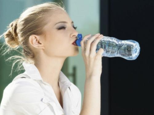 U organizam plastiku unosimo kroz ribu, meso, voće, vodu...