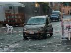 Pijan se zabio autom u publiku: Bijesni građani pretukli vozača