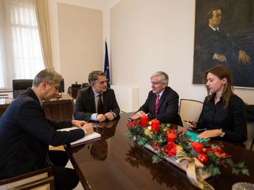Komšić vratio Broza u Predsjedništvo