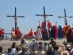 Filipinci se tradicionalno razapinju na križ