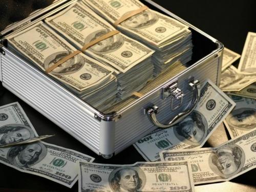 Zbog potresa na tržištu dionica pala vrijednost američkog dolara