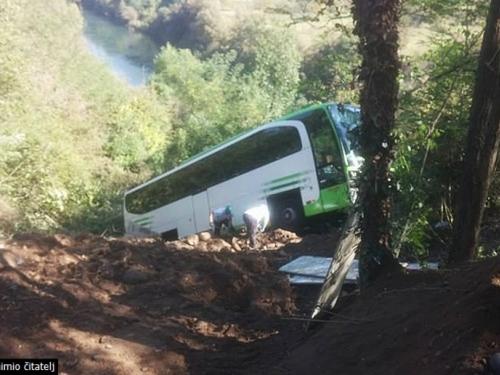 Jablanica: Autobus sletio s ceste u provaliju